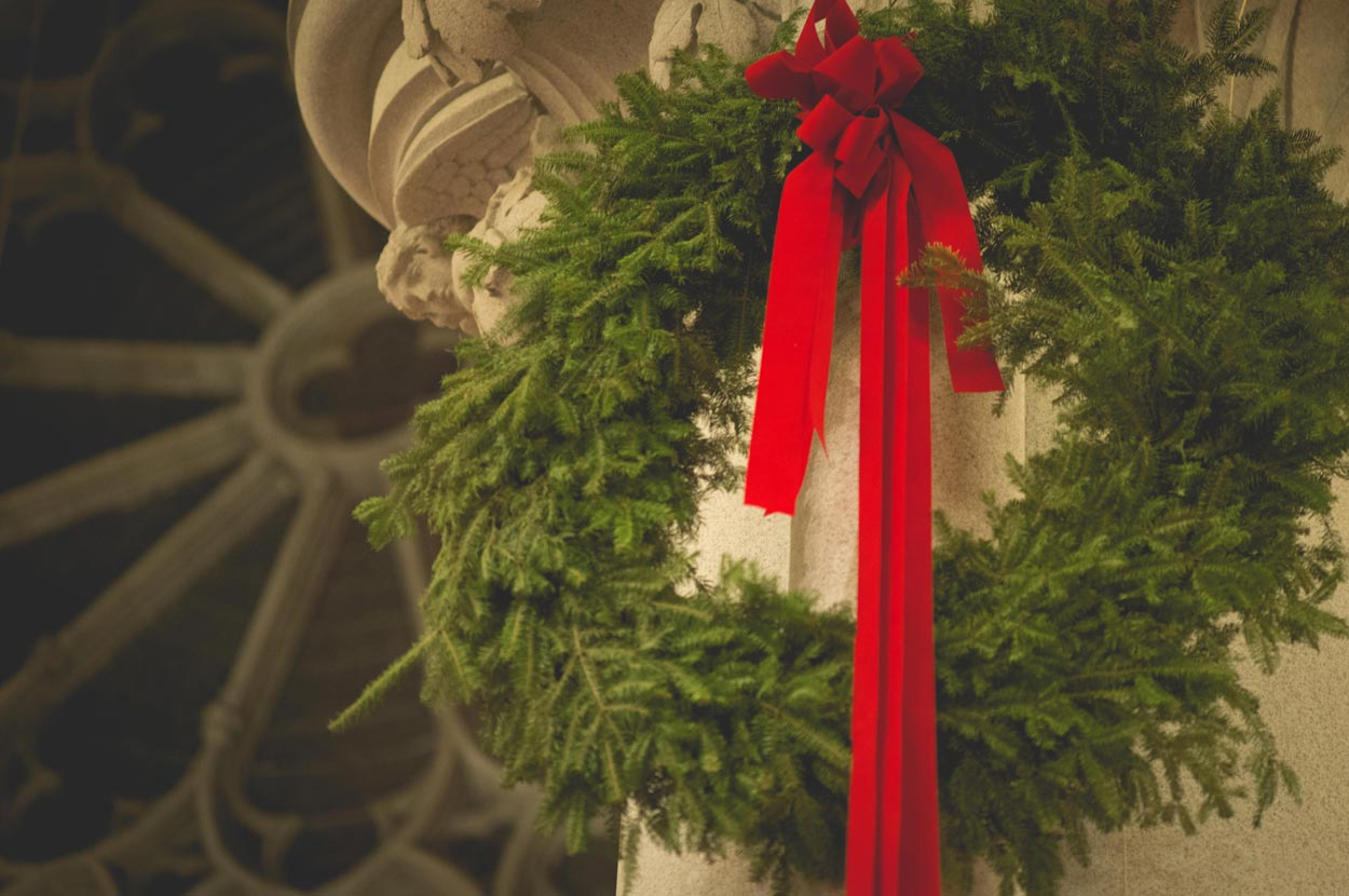 Christmas wreath in cathedral